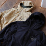 "万能型インサレーション BURTON ""[ak]HELIUM HOODED STRETCH INSULATED JACKET"""
